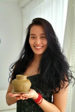 Mai Phuong with her handmade pottery vase in Thailand