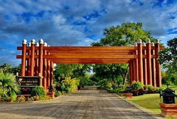 Aureum Palace Resort Bagan gate