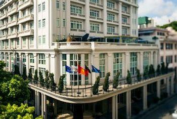 Hotel De L' Opera building