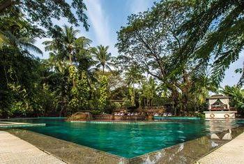 Kandawgyi Palace Hotel pool