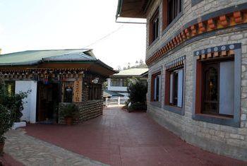 Meri Puensum Resort