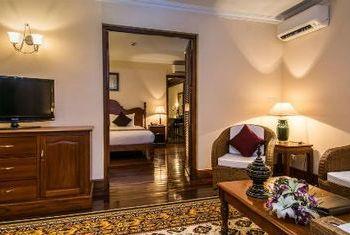 Savoy Hotel Yangon room