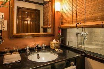 Savoy Hotel Yangon Bathroom