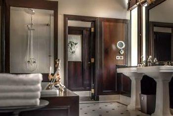 Strand Hotel Yangon Bathroom