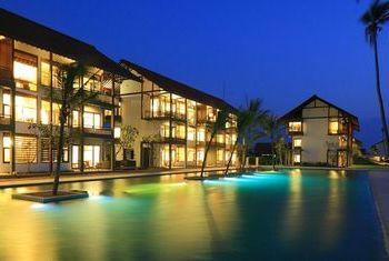 Anantaya Resort & Spa at night