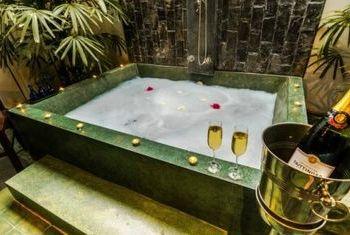 Shanghai Angkor Villas & Spa Resort Siem Reap table