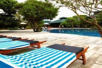 Cinnamon Wild Yala pool