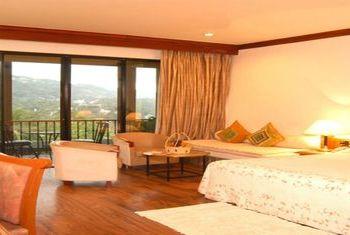 Earl's Regency Kandy  bedroom 1