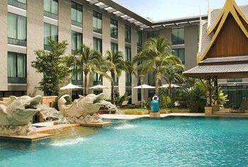 Novotel Bangkok Suvarnabhumi Airport Hotel pool 2