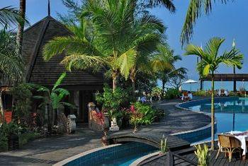 Aureum Palace Spa &Resort Ngapali Beach pool 2