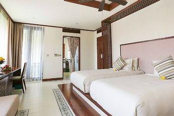 Almanity Hoi An Resort Bed Room