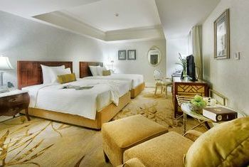 Apricot Hotel room