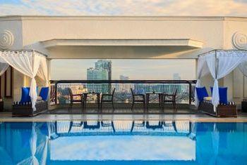 Renaissance Riverside Hotel Saigon pool