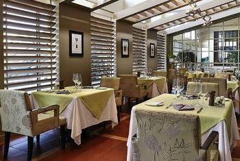 Sofitel Saigon Plaza Hotel Restaurant 2