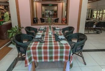 Amazing Bagan Resort Tables