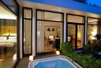 Heritage Suites Siem Reap outside
