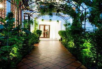 La Rose Suites lobby