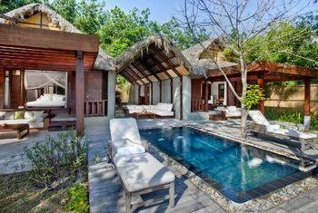 An Lam Ninh Van Bay Villas pool