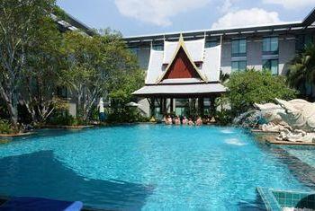 Novotel Bangkok Suvarnabhumi Airport Hotel pool