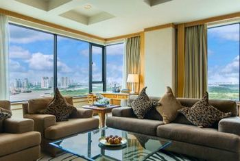 Renaissance Riverside Hotel Saigon main hall