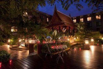 Novotel Bangkok Suvarnabhumi Airport Hotel at night