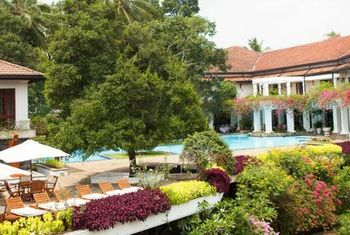 Mahaweli Reach Hotel Overview