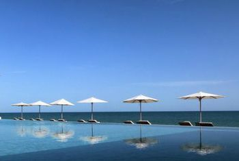 Muscat Holiday Hotel - Oman beach