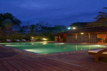 Terres Rouges Lodge Pool