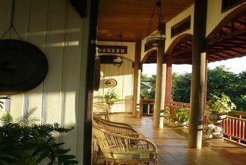 Terres Rouges Lodge Balcony