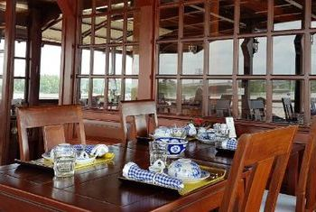 Bassac Cruises Dinning table
