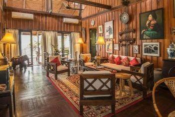 La Folie Lodge in the room
