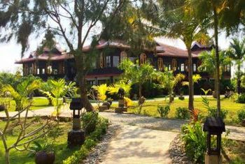 Mrauk-U Princess Resort Entrance