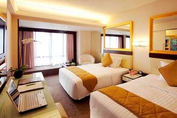 Regal Oriental Hotel Bedroom