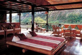 Vat Phou Cruise bedroom 1