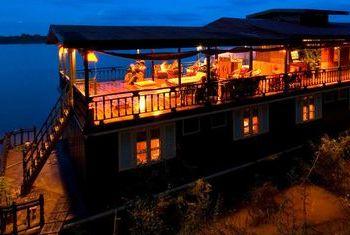 Vat Phou Cruise view
