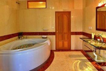 Win Unity Resort Hotel bathtub