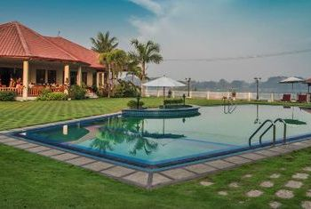 Win Unity Resort Hotel Pool
