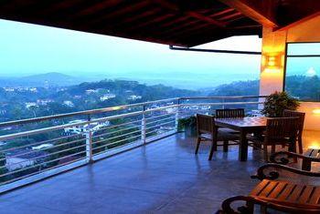 Amaara Sky Hotel Kandy Bar