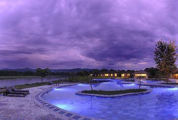 Barahi Jungle Lodge - Nepal pool view