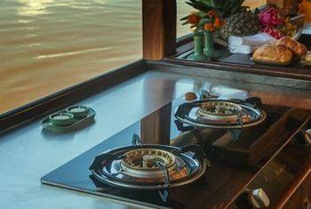 Dok Keow Cruise Kitchen