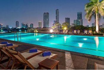Chakrabongse Villas Bangkok pool