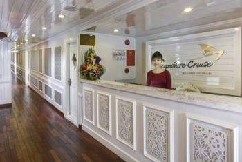 Signature Ha Long Cruise lobby