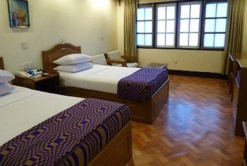 Golden Rock Hotel bedroom