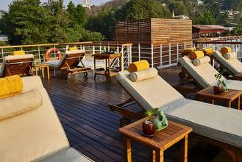 Paukan cruises sun lounge