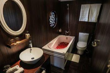 Bhaya Cruise Bathroom