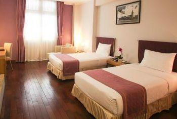 Ngoc Lan Hotel Bedroom