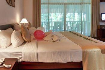Grand Udawalawe Safari Resort bedroom