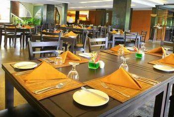 Grand Udawalawe Safari Resort restaurant