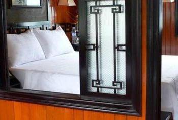 L'Amour Junk bedroom