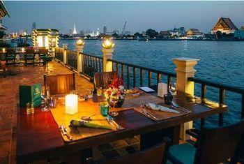 Chakrabongse Villas Bangkok dinner